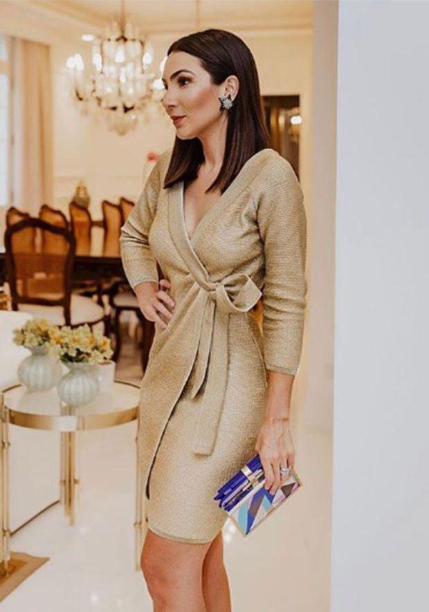 Vestido-Tricot-Curto-Transpassado--dourado-4