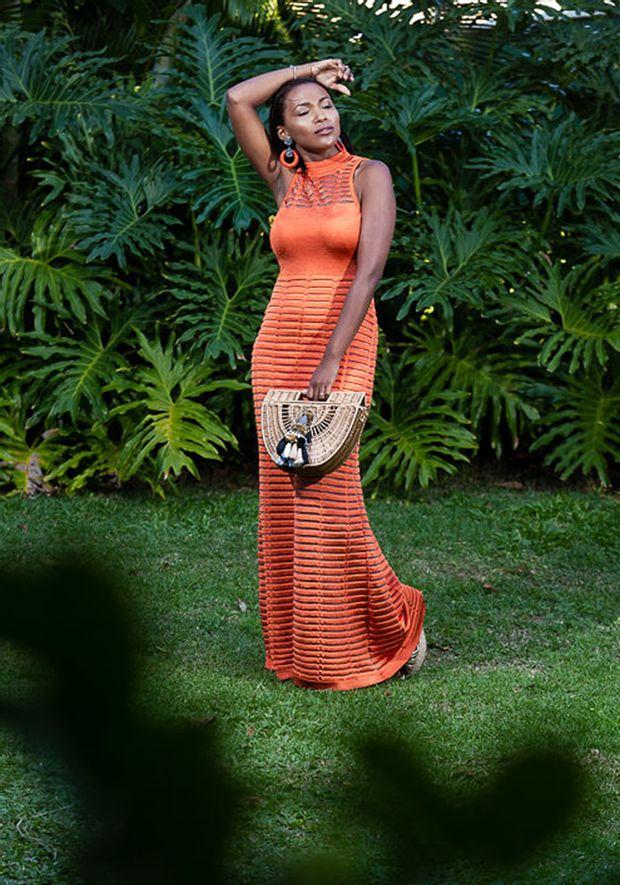 Vestido-Tricot-Longo-Gola-Decote-Costas-Transparencia--laranja-2