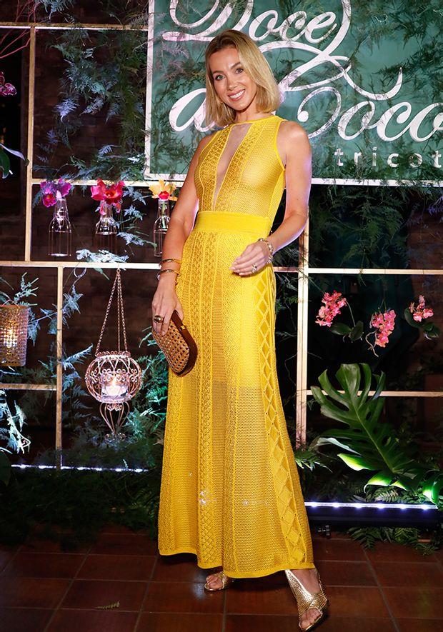 Vestido-Tricot-Longo-Decote-Transparencia--amarelo-4