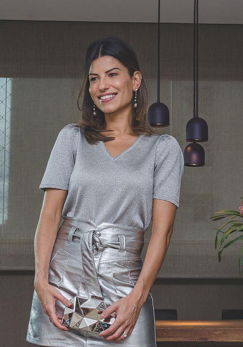 Blusa-Tricot-Basic-Decote-V-Sementes-com-Brilho--prata-1