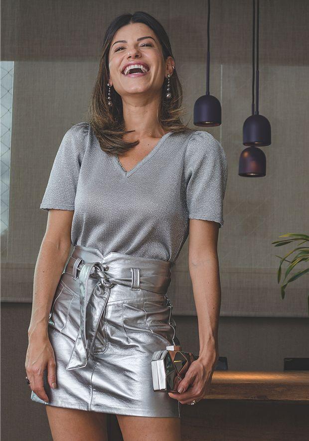 Blusa-Tricot-Basic-Decote-V-Sementes-com-Brilho--prata-2